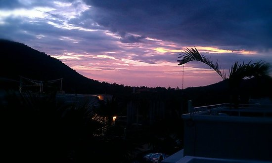 Oriental Beach Pearl Resort: Romantic mountain view
