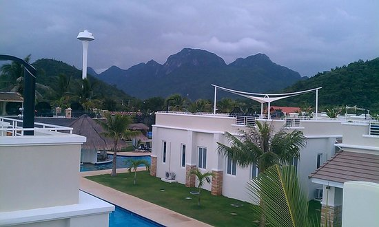 Oriental Beach Pearl Resort: The View