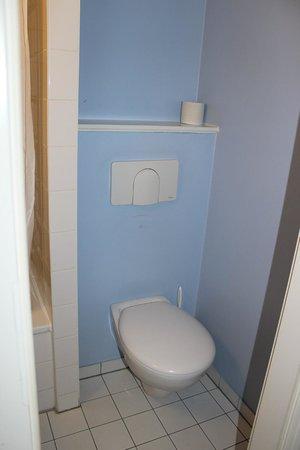 B&B Hotel Hannover: bathroom