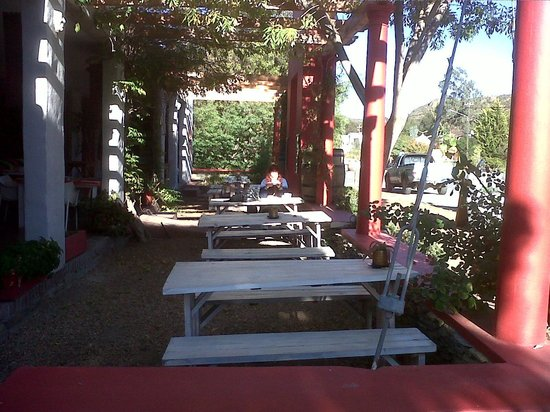 Barrydale Watercourt Lodge: Our breakfast nook.