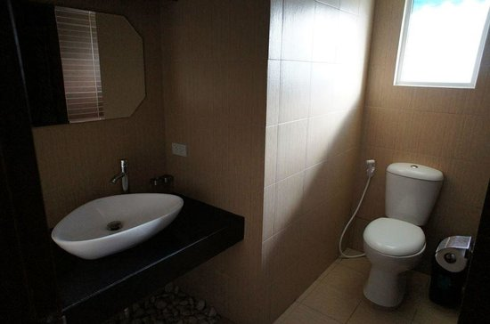 Forest View Leisure Residences: Clean and spacious bathroom