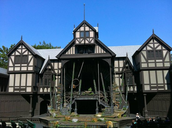 McCall House : Elizabethan Stage during the day during Backstage Tour