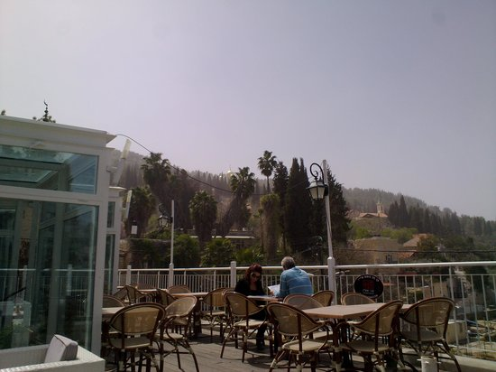 brasserie ein kerem: The view from the balcony