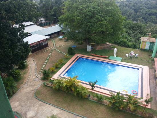 Delma Mount View Hotel: Swimming Pool