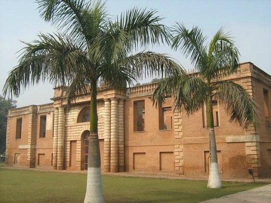 Dilkusha Kothi Palace: The Kothi with adjoining lawns