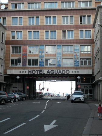 Hotel Aguado : View of the hotel from the road