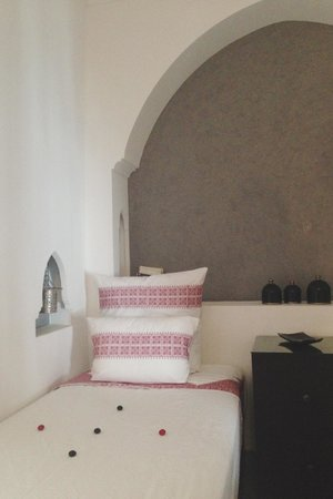 Riad Mirage: Twin room Evasion- small bed but beautifully decorated