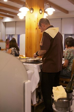 Acuamar: prepares a dish