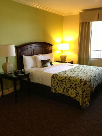 Ayres Hotel Chino Hills: King bed with pillow top mattress - Great Sleep!