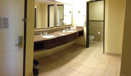 Ayres Hotel Chino Hills: Vanity Area very large