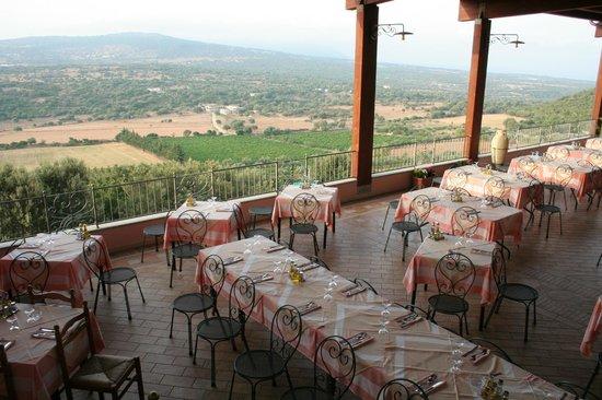 Hotel Restaurant Ispinigoli : veranda sala ristorante con vista panoramica sul Golfo di Orosei