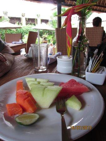 Mutiara Bali Boutique Resort & Villas: Bromeliads at breakfast