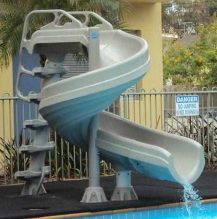 Oceanside Hawks Nest Motel: Pool Slide