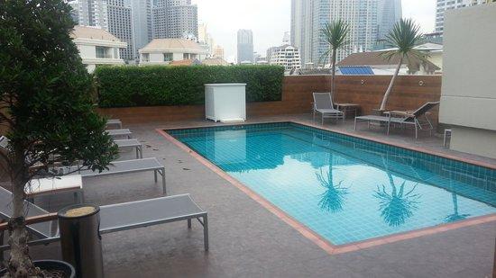 The Dawin Bangkok Hotel: Rooftop pool