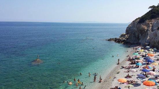 Camping Village Rosselba le Palme: 1 van de mooie strandjes