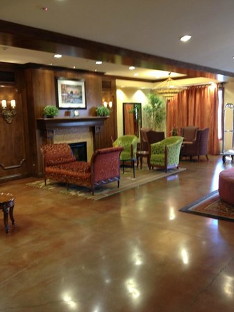 Ayres Hotel Chino Hills : Lobby with Fireplace