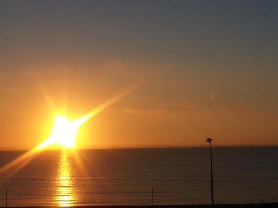Mar i Sol Hotel : lever de soleil vu de l hotel sol i mar