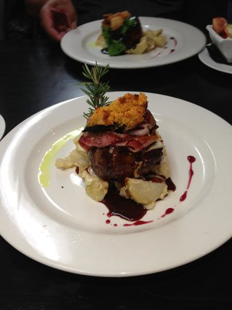 Mac's Food and Wine : Steak Main