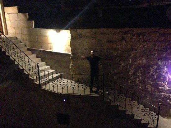 Vineyard Cave Hotel: Night