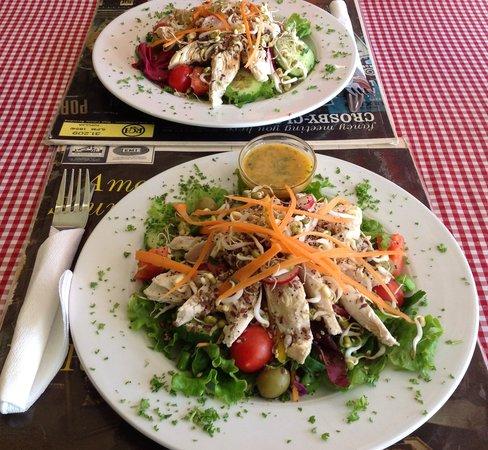 Kitsch Cafe: Chicken roll salad mmmm