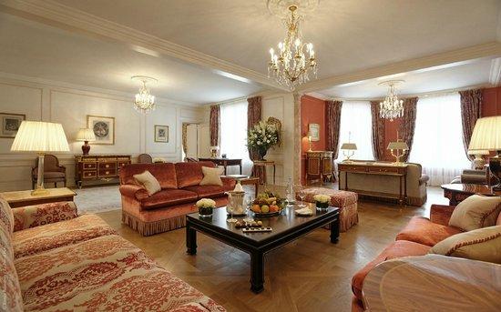 Le Bristol Paris: The Royal Suite 532 534