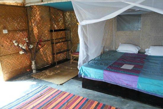 Hidden Gourmet Guest House: Inside Mango Bungalow