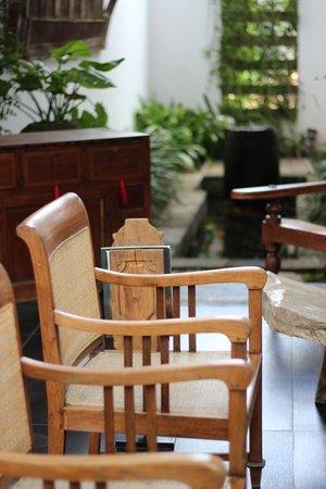 Kamar Kamar Rumah Tamu: Reception Lounge area