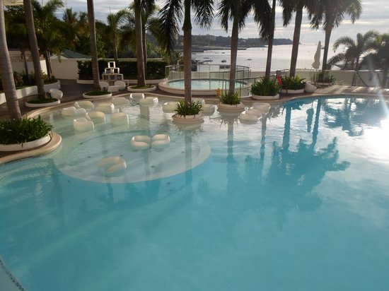 Moevenpick Hotel Mactan Island Cebu: early morning