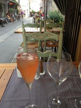 Restaurant la Salicorne : apéritif maison et terrasse
