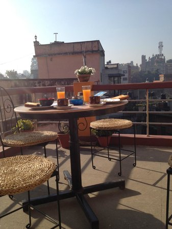 Elbrus Home : Breakfast at the rooftop