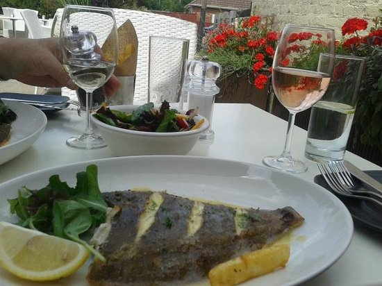 Loch Fyne - Egham: Grilled plaice for lunch at Egham Loch Fyne