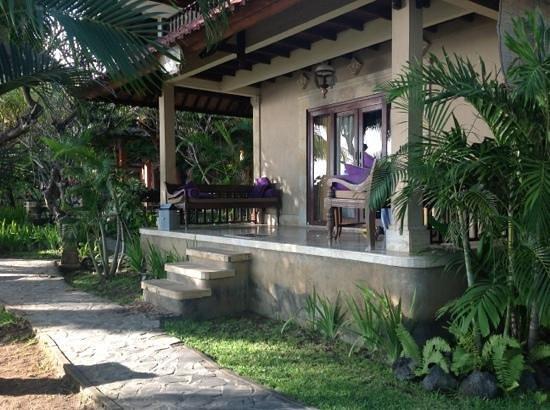Apa Kabar Villas: our beachfront villa