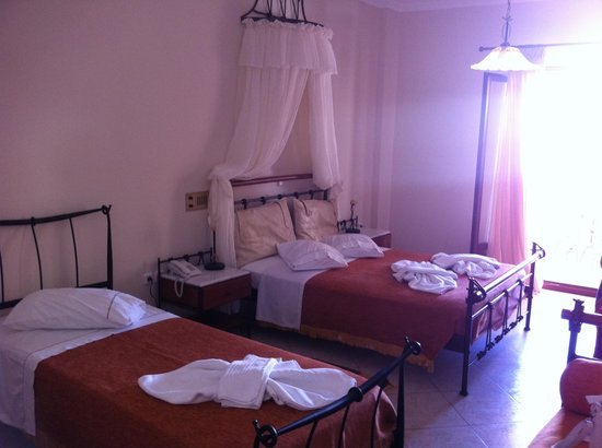 Epavlis Hotel: Our room