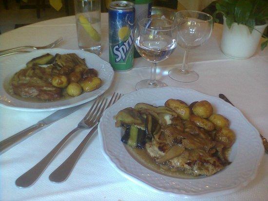 Hotel Central: carne coperta di funghi, con patate e melenzane imbottite