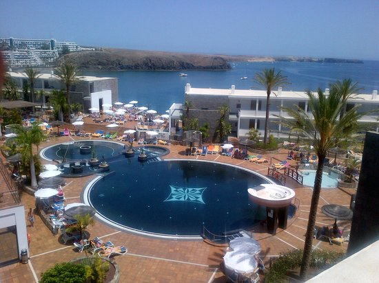 THe Mirador Papagayo Hotel : View over Pool area