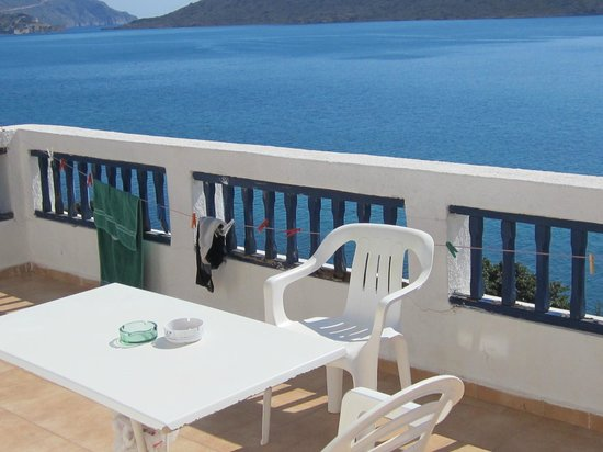 Kavos Bay Apartments: Sun terrace
