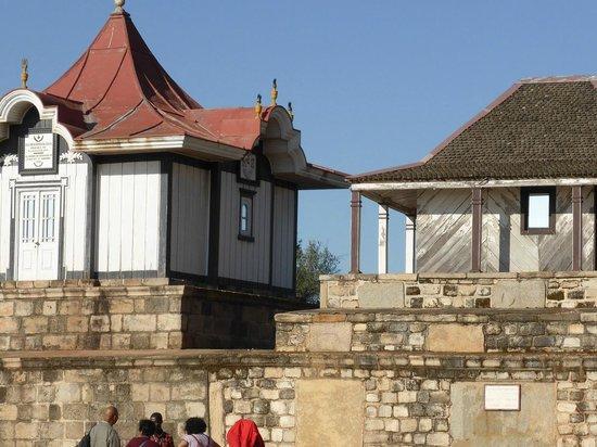 Rova - Le Palais de la Reine : Les tombeaux