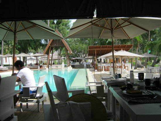 SALA Samui Choengmon Beach Resort: Restaurant at breakfast