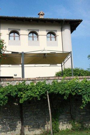 Alla Cascina Baresane : La maison principale et la terrasse qui bénéficie d'une magnifique vue