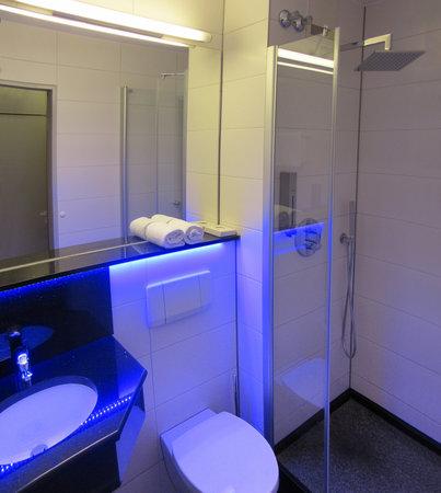 badezimmer foto di best western hotel braunschweig. Black Bedroom Furniture Sets. Home Design Ideas