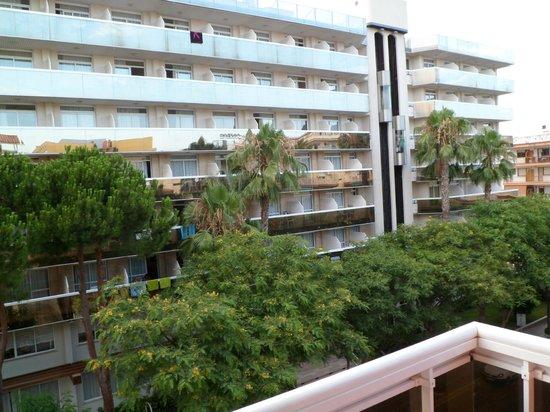 Marinada Apts. : FACHADA HOTEL enfrente Aparthotel