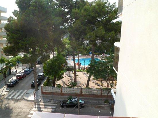Marinada Apts. : Vista desde escaleras aparthotel