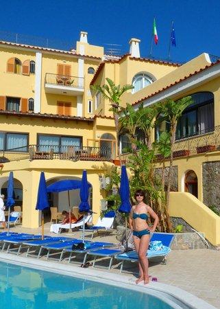 Hotel Terme San Lorenzo: Большой бассенй с морской водой