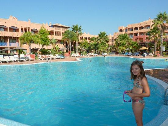 Apartamentos Pierre & Vacances Estepona: vue de la piscine