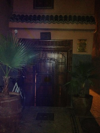 Riad Les Jardins Mandaline: The front door to the riad
