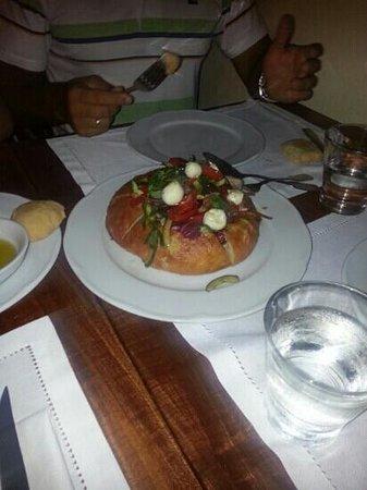 Skoufos & Oinos: elliniki (greek) salad