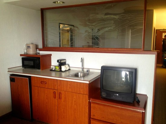 Shilo Inn Suites - Ocean Shores: Kitchen area