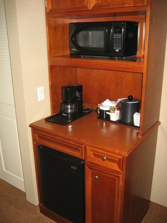 Hilton Garden Inn San Francisco Airport / Burlingame: Coffee Maker and Microwave