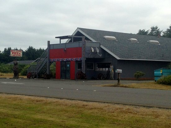 Shilo Inn Suites - Ocean Shores: Red Genie Pizza House across  the street