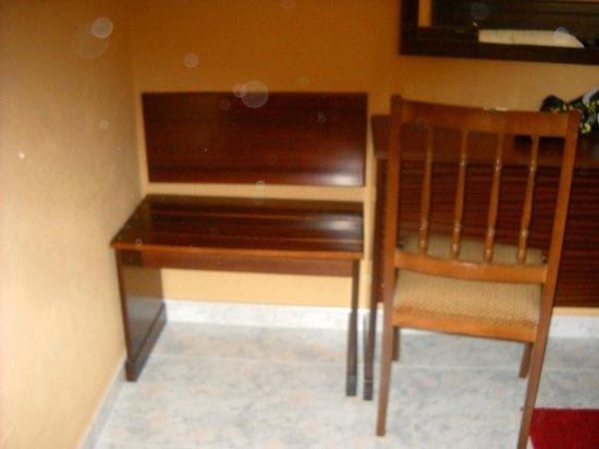 Hotel Bahia: Una sillita en la habitanción